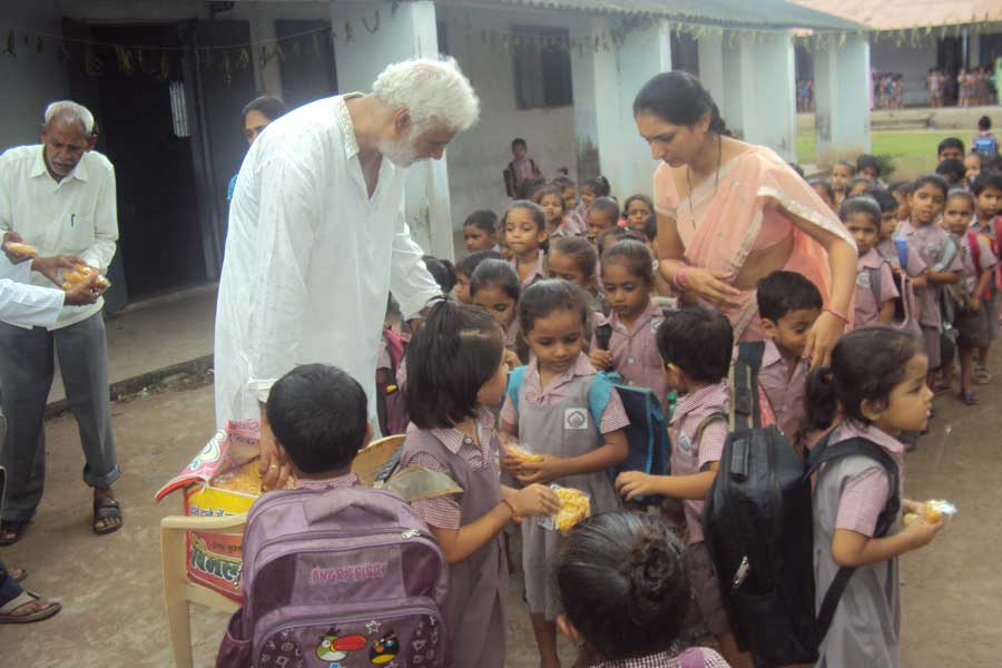 Bundi Distribution to Students at Shri Dhyanyogiji Welfare Foundation 2015